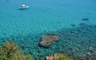 Esta espectacular playa europea parece una enorme piscina