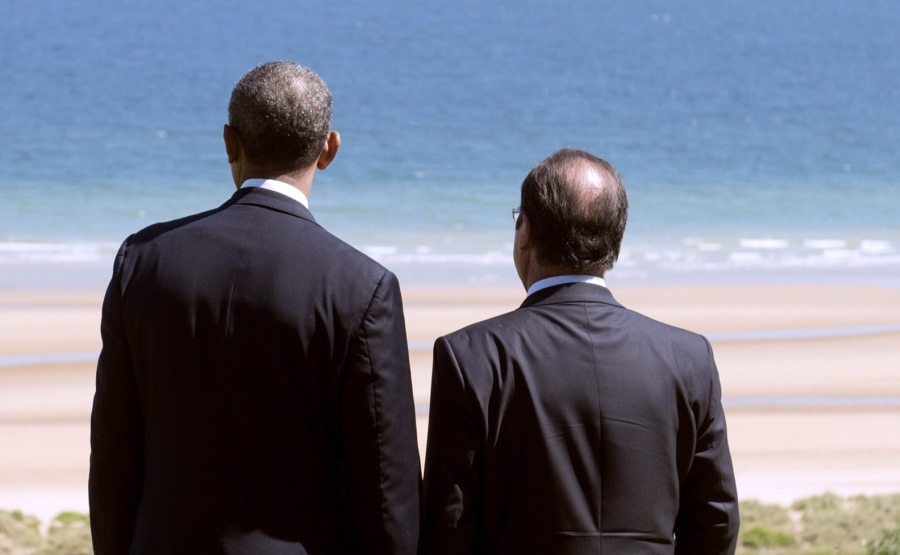 TOPSHOTSUS President Barack Obama and French President Francois Hollande look out over Omaha Beach during the 70th French-American Commemoration D-Day Ceremony at the Normandy American Cemetery and Memorial in Colleville-sur-Mer, France, June 6, 2014. The D-Day ceremonies on June 6 this year mark the 70th anniversary since the launch of 'Operation Overlord', a vast military operation by Allied forces in Normandy, which turned the tide of World War II, eventually leading to the liberation of occupied France and the end of the war against Nazi Germany.  AFP PHOTO / SAUL LOEB