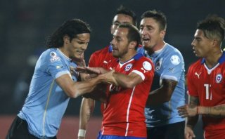 Cavani fue expulsado por esta agresión tras provocación de Jara