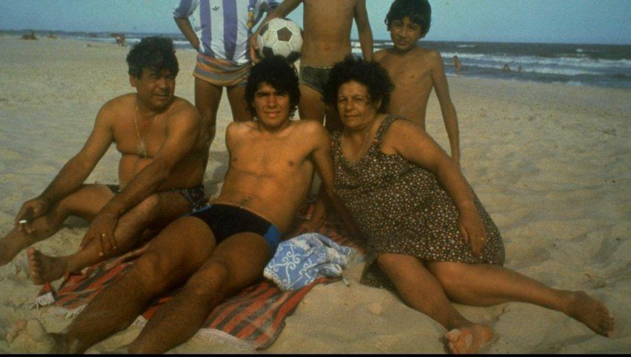 Maradona perdió a don Diego, el gran apoyo en su vida (FOTOS)