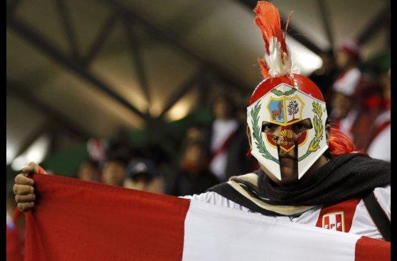Perú vs. Bolivia: Alondra también alienta a la bicolor (FOTOS)