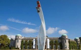 Goodwood le dedica su escultura a Mazda