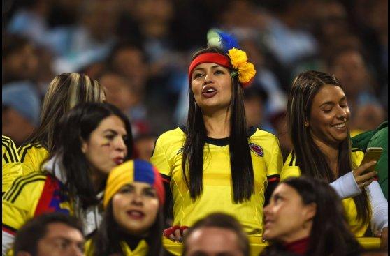 Argentina vs. Colombia: belleza cafetera en tribunas (FOTOS)
