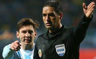 Messi y la inesperada respuesta del árbitro por juego brusco