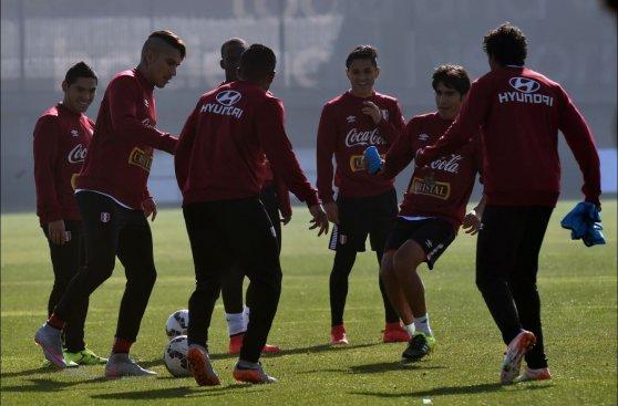 Perú realizó primer entrenamiento en Santiago pensando en Chile