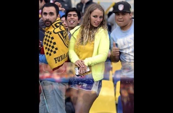 Brasil vs. Paraguay: bellas hinchas viven la previa del partido