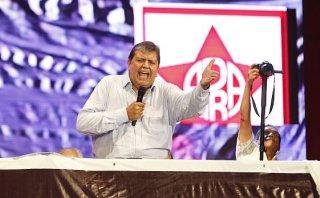 Alan García en campaña: pide a los jóvenes predicar el aprismo
