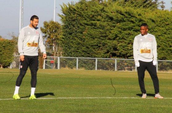 Selección peruana entrenó hoy táctica fija para ganarle a Chile