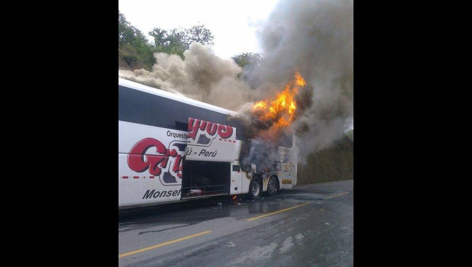 Grupo 5 se salvó de morir por incendio de bus en Olmos [FOTOS]