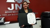 Karina Beteta recibió sus credenciales de congresista en el JNE