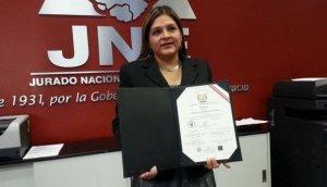 Karina Beteta recibió sus credenciales de congresista