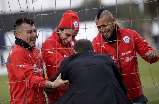 Chile practicó entre risas tras eliminar a Perú de Copa América