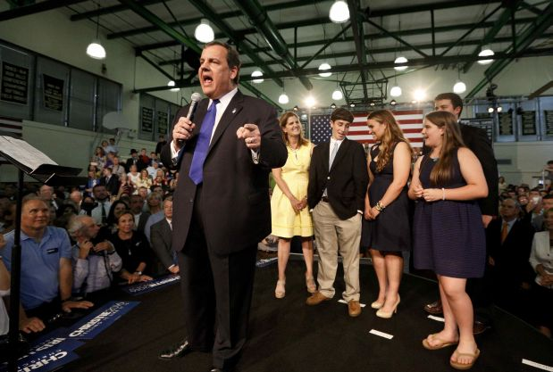 Republican U.S. presidential candidate and New Jersey Governor Chris Christie formally announces his campaign for the 2016 Republican presidential nomination as his wife Mary Pat, son Patrick, daughters Sarah and Bridget and son Andrew (L-R) look on during a kickoff rally at Livingston High School in Livingston, New Jersey, June 30, 2015. REUTERS/Brendan McDermid