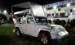 Ecuador presentó el papamóvil que transportará a Francisco