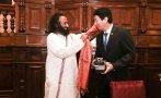 Gurú indio Ravi Shankar Ratnam fue condecorado en el Congreso