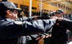 Policía de Cusco recibió armas no letales y manuales de quechua