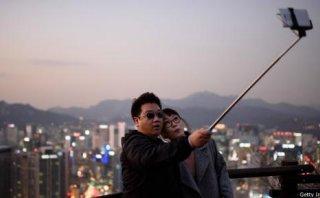 ¿Por qué Disney prohibió en sus parques los selfie sticks?