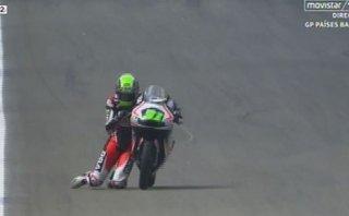 Niklas Ajo, el piloto de Moto3 que cruzó la meta ¡de rodillas!
