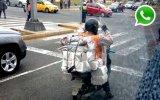 WhatsApp: ¿cuánto peso puede llevar este motociclista?