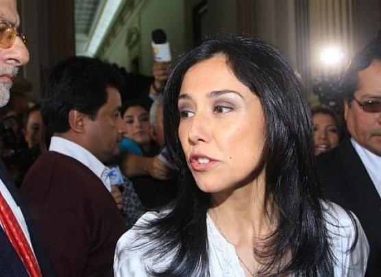 """Nadine: """"Deben legislar por el pueblo, no ser armas políticas"""""""