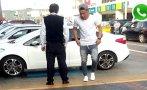 Futbolista Jean Deza estaciona en zona para discapacitados
