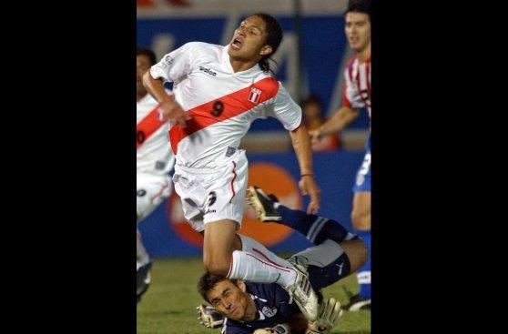 Paolo Guerrero y sus distintos peinados en la selección peruana