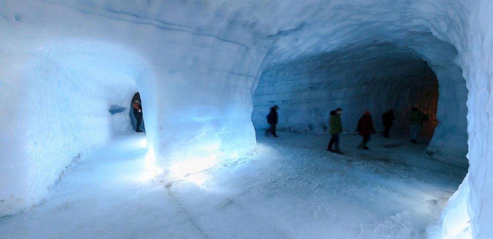 Cuenta con la cueva de hielo más grande del mundo