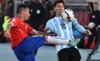 La terrible patada de Gary Medel a Lionel Messi (VIDEO)