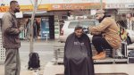 Barbero corta el pelo a indigentes en sus días libres [VIDEO] - Noticias de time for fun