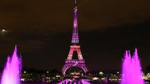 Es ilegal publicar una fotografía nocturna de la Torre Eiffel de París.