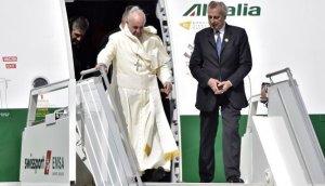 Papa Francisco llegó a Ecuador e inicia su visita a Sudamérica
