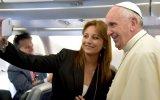 Regalos, selfies y bendiciones: El vuelo del Papa a Ecuador
