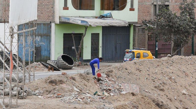 El problema del desmonte también se presenta en la antigua Panamericana Sur, hoy Av. Pedro Miotta (entre Villa El Salvador y San Juan de Miraflores).(El Comercio / Hugo Pérez)