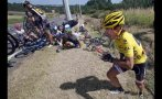 Tour de Francia: líder provocó múltiple caída de ciclistas