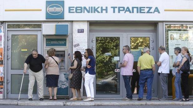 Los bancos de grecia podr an quedarse sin dinero el jueves for Dinero maximo cajero