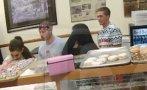 Ariana Grande: su travesura en una tienda de donuts (VIDEO)