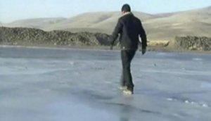 Puno soporta intenso frío que congeló río Laraqueri [VIDEO]