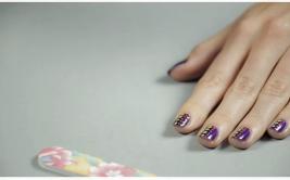Nail art: anímate y píntate lunares de neón