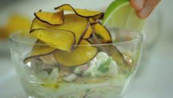 ¿Cómo preparar un fresco y delicioso cebiche mixto? [VIDEO]