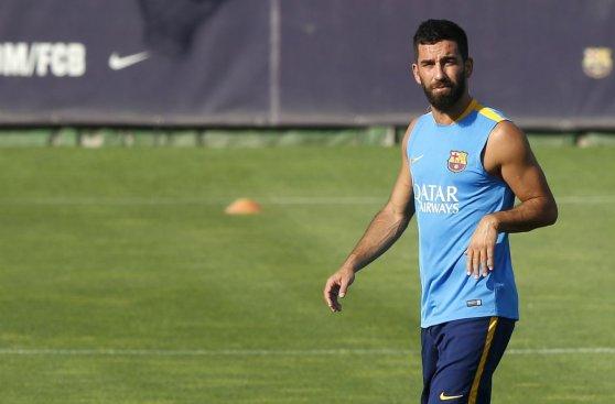 Barcelona reinició prácticas con Arda Turan, pero sin Messi