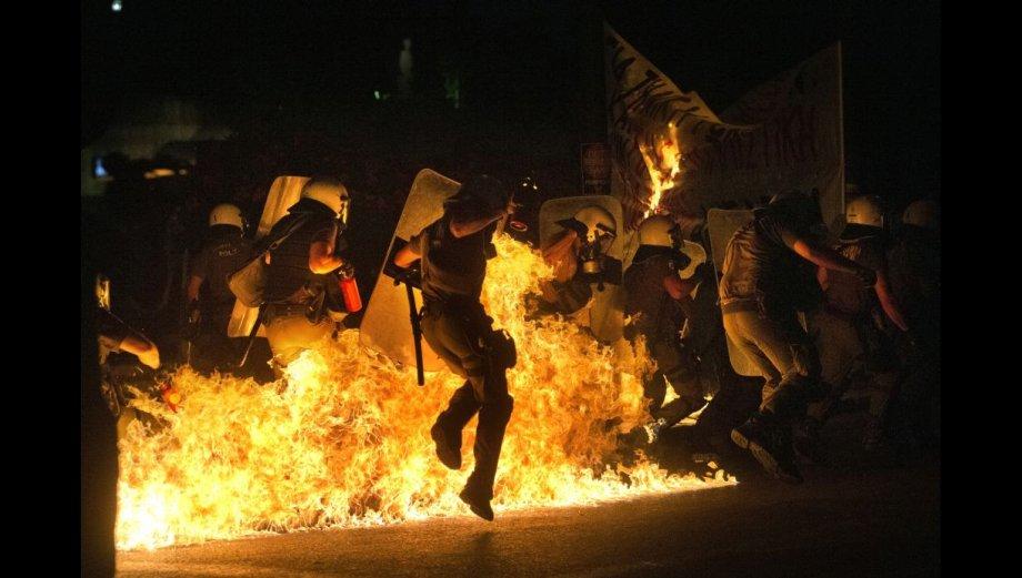 Grecia arde de furia por las nuevas medidas de austeridad