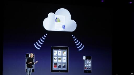 Puedes transferir tus contactos del sistema Apple al de Google desde iCloud, desde iTunes, con la tarjeta sim o con aplicaciones de terceros.