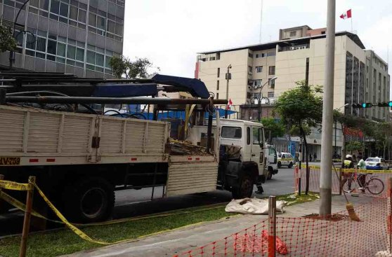 Reemplazan postes republicanos de Colmena por otros de concreto
