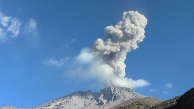 Moquegua: volcán Ubinas registró importante emisión de ceniza