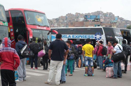 Pese a alza de pasajes, viajeros intentan salir de Lima [FOTOS]
