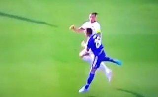Zlatan Ibrahimovic y el terrible codazo a John Terry (VIDEO)