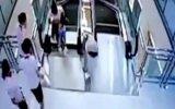 Salvó a su hijo antes de morir atrapada en escalera mecánica