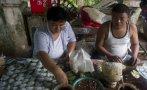 Mascar hoja de betel, una bomba sanitaria en Birmania