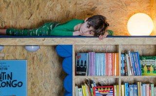 Mundo escondido: un armario que se convierte en una biblioteca