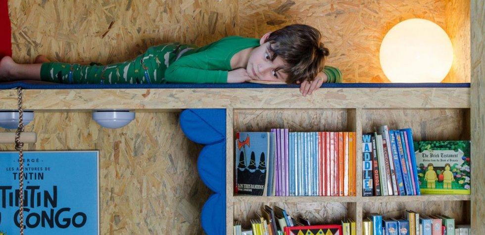 Un armario que se convierte en una biblioteca